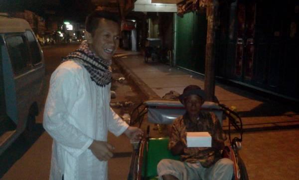 Sahur On The Road Aston Cirebon Tebar 500 Paket Nasi di Wilayah Kota Cirebon