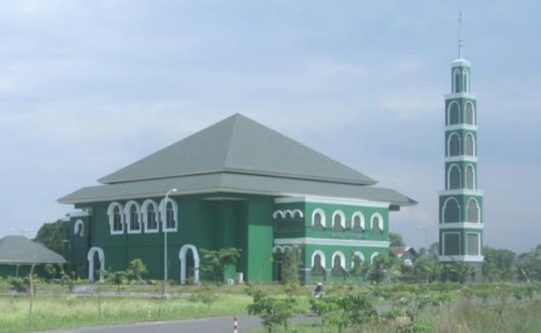 Nyenyore di Kawasan Masjid Hijau Grage City ; 10 – 17 Agustus 2012