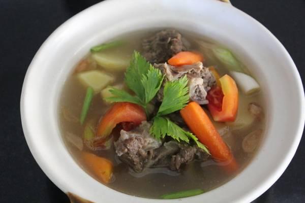 Segarnya Sup Iga Mangga Muda ala Hotel Santika Cirebon