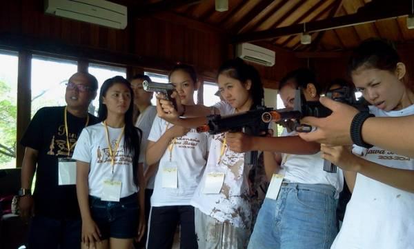 Finalis Puteri Indonesia Jawa Barat 2013 Diperkenalkan Permainan Airsoft Gun