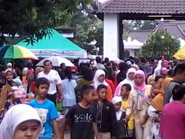 Pengunjung Muludan di Cirebon Membludak