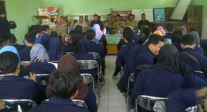 219 Peserta KKN Unswagati Ikuti Serah Terima di Kecamatan Pancalang