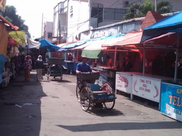 Jelang Muludan, Alun-alun Kasepuhan Mulai Ramai Dipenuhi Pedagang
