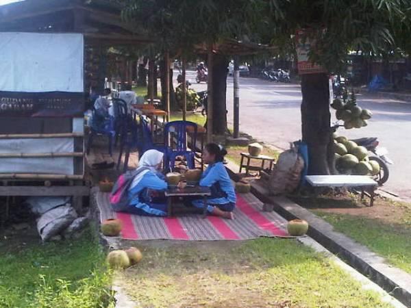 Menikmati Kawasan Watubelah sebagai Pusat Kuliner Kelapa Muda
