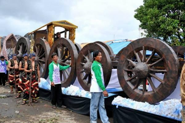 Karnaval Nadran Tahun 2013 Semakin Meriah Walau Diguyur Hujan