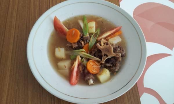 Menikmati Sop Buntut Sehat di Hotel Bentani Cirebon