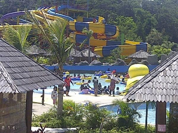 Menjelajahi Aneka Permainan di Sangkan Resort Aqua Park
