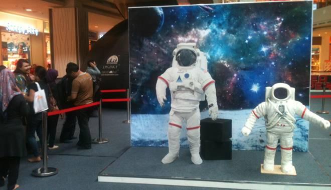 Space Adventure Mobile Planetarium Tempat Bermain dan Belajar Ilmu Antariksa Hadir di CSB Mall