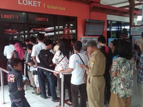 Memasuki Liburan Tiket Kereta Api Ekonomi di Cirebon Habis