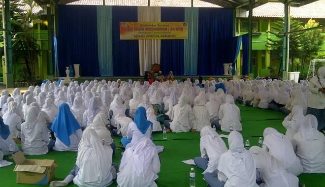 Hadirkan Teh Ninih Aa Gym, SMA Negeri 1 Kota Cirebon Gelar Keputrian Akbar