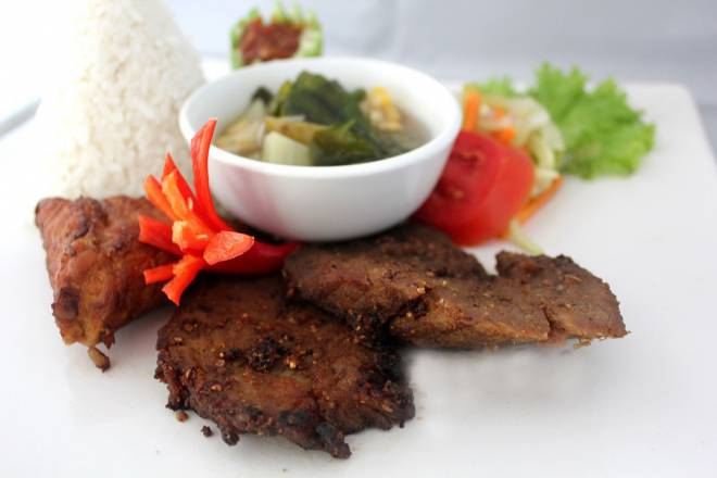 Empal Gepuk Sunyaragi di Hotel Santika Cirebon