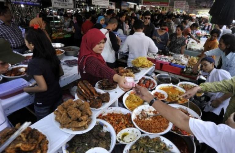 Pasar Ramadhan di Alun-Alun Kasepuhan