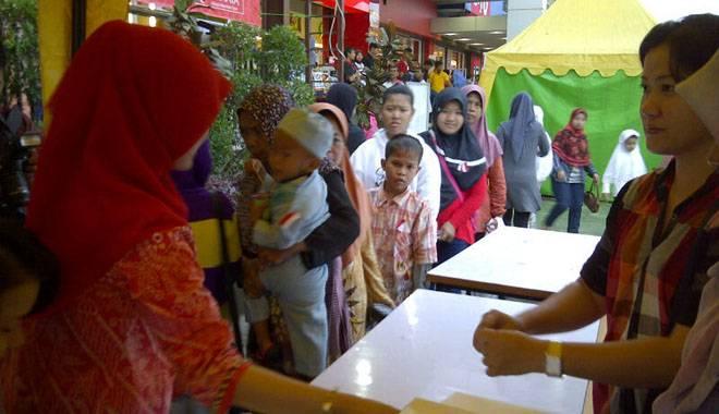 Pengusaha Cirebon Berbagi Kebahagiaan dengan 1.000 Anak Yatim