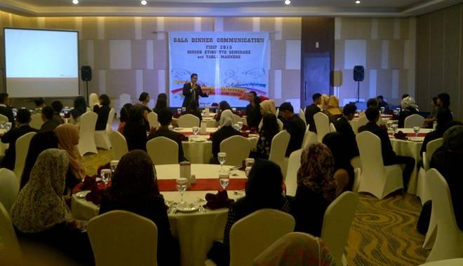 IKOM FISIP Unswagati 2012 Gelar Gala Dinner Sebagai Praktik Perkuliahan