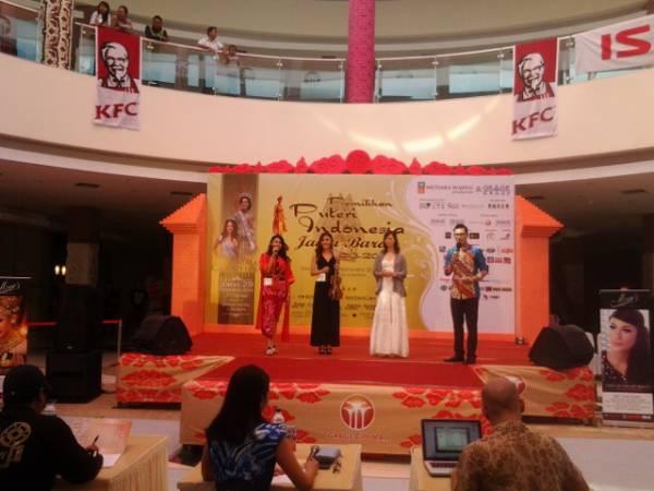 Peserta Semifinalis Puteri Indonesia Jabar 2013 Tampilkan Bakat di Grage City Mall