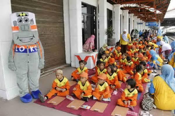 107 Anak TK RA Sabilul Chalim Majalengka Jelajahi Kereta Api di Stasiun Kejaksaan