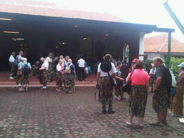 96 Turis Kapal Pesiar Eropa Kunjungi Keraton Cirebon