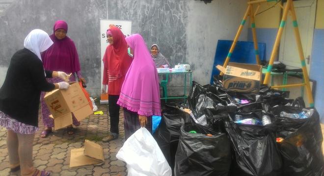Rumah Zakat Cirebon Kelola Sedekah Sampah