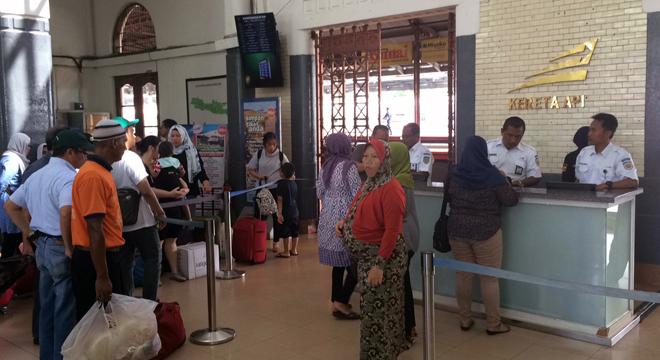 Tiket Kereta Api Dari Cirebon Arah Jakarta dan Bandung Ludes Terjual