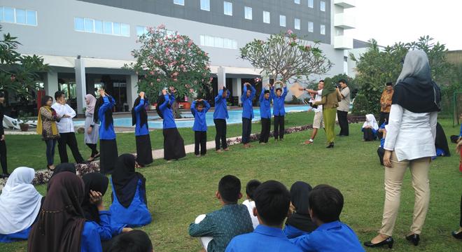 Aston Cirebon Hotel Berbagi Kebahagian Bersama Anak Panti Asuhan