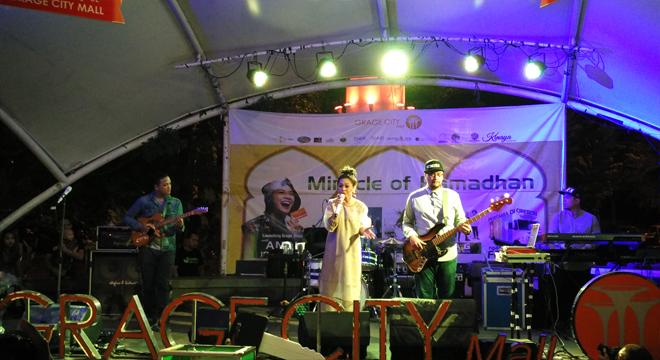 Andien Hibur Warga Cirebon Dalam Acara Miracle of Ramadhan di Grage City Mall