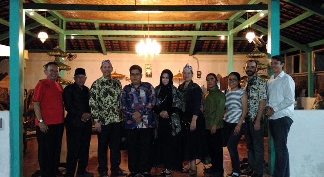 Budayawan Asal Amerika Kunjungi Cirebon
