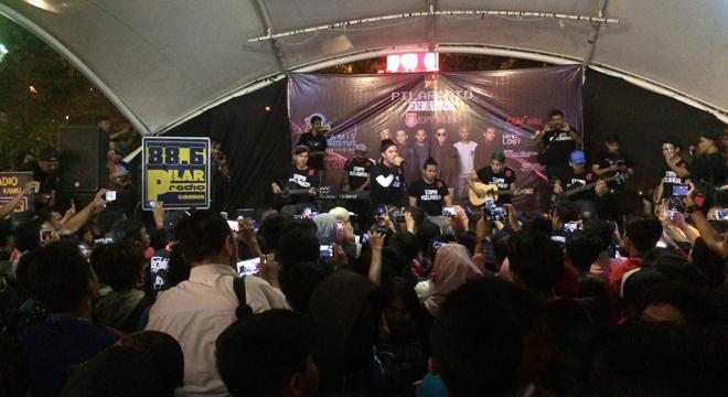 PILARadio On Stage Bersama Repvblik Band Hipnotis Penonton di Grage City Mall