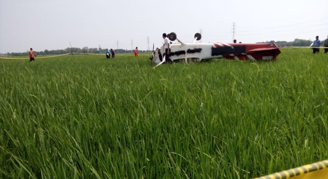 Pesawat Latih Jatuh di Sawah Desa Banjarwangunan Mundu