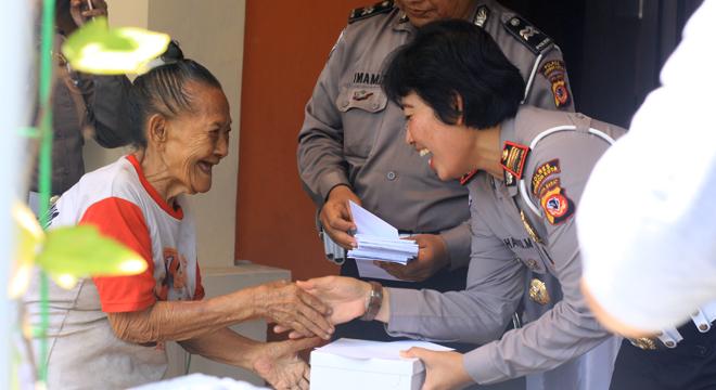 HUT Lalu Lintas ke-61, Polres Cirebon Kota Gelar Syukuran Bersama Penarik Becak