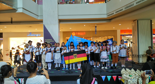 Sekolah Pelita Bangsa Gelar United Nations Day di CSB Mall