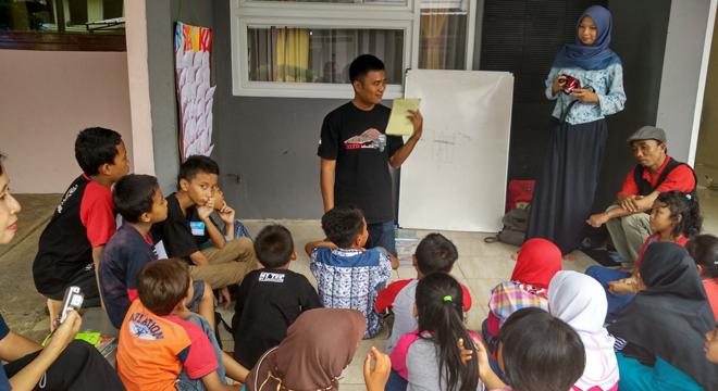 Jurnalis Cirebon Berbagi Gelar Aksi Sosial untuk Anak-anak