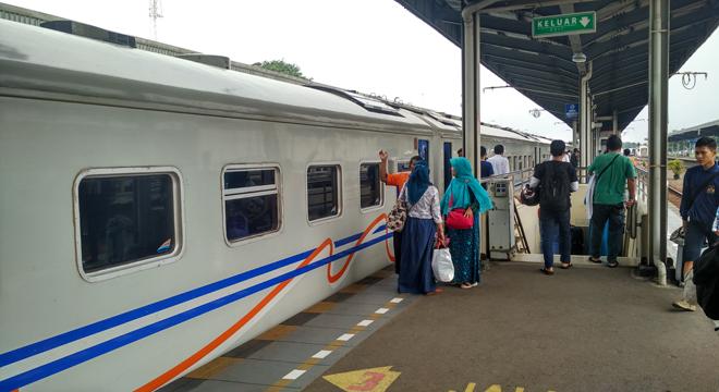 Libur Tahun Baru, Penumpang Kereta Api di Stasiun Cirebon Meningkat