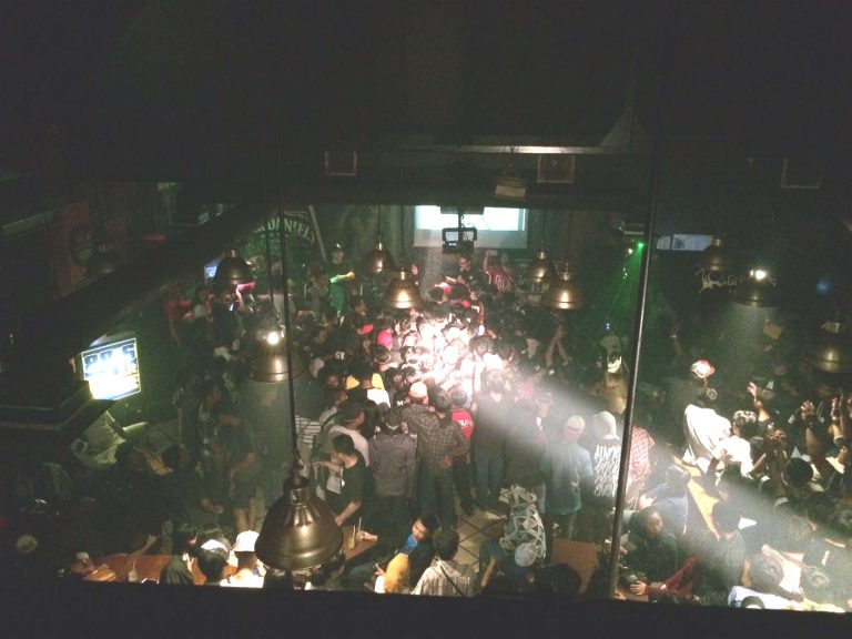 Young Lex Hipnotis Penggemarnya di Cirebon