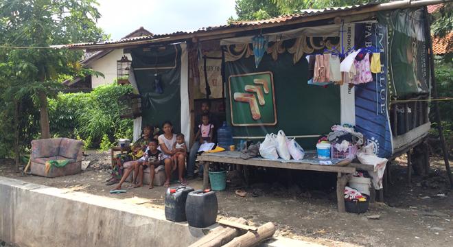 Prihatin, Warga Kota Cirebon Tinggal di Gubuk Bersama Lima Anak