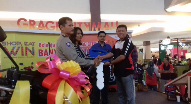 Warga Cirebon Dapat Motor dari Program Shop Eat & Win Grage City Mall