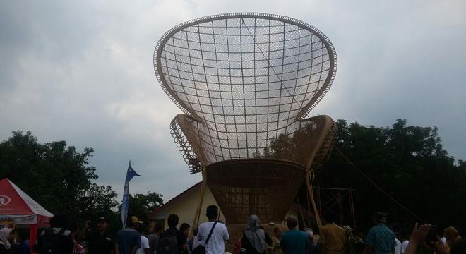 Kursi Rotan Raksasa Jadi Kebanggan Warga Cirebon