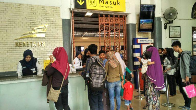 Libur Panjang, Lonjakan Penumpang di Stasiun Cirebon Naik Hingga 20 persen