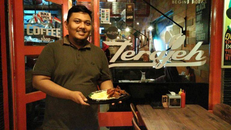Nikmatnya Sensasi Makan Raclette Chicken Wings di Terajeh Coffee