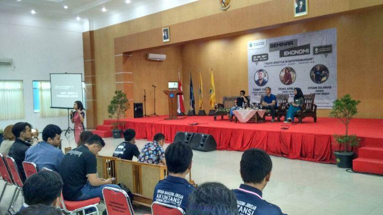 Himpunan Mahasiswa Unswagati Jurusan Akuntansi Gelar Seminar Ekonomi
