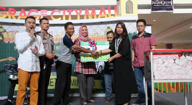 Warga Palimanan Raih Hadiah Umroh di Program Shop Eat and Win Edisi Ramadan Grage City Mall