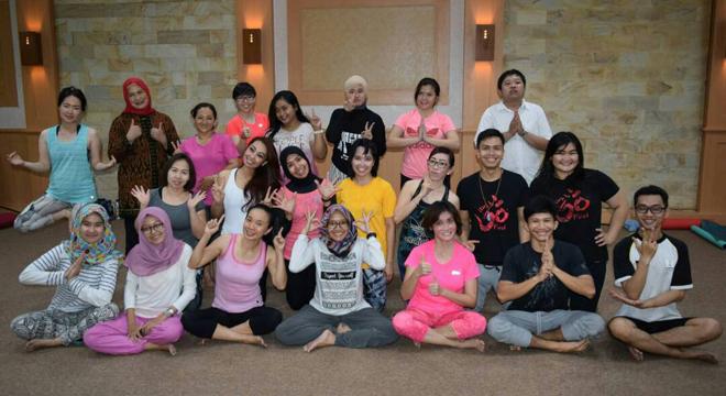 Komunitas Yoga Cirebon Kumpulkan Dana untuk Panti Asuhan