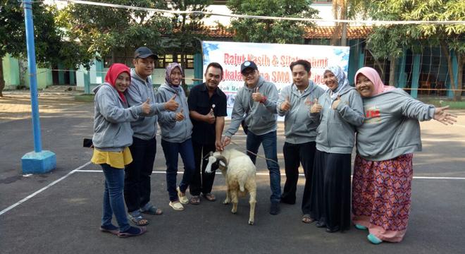 Alim SMA 9 Cirebon Ikut Berkurban di Sekolah
