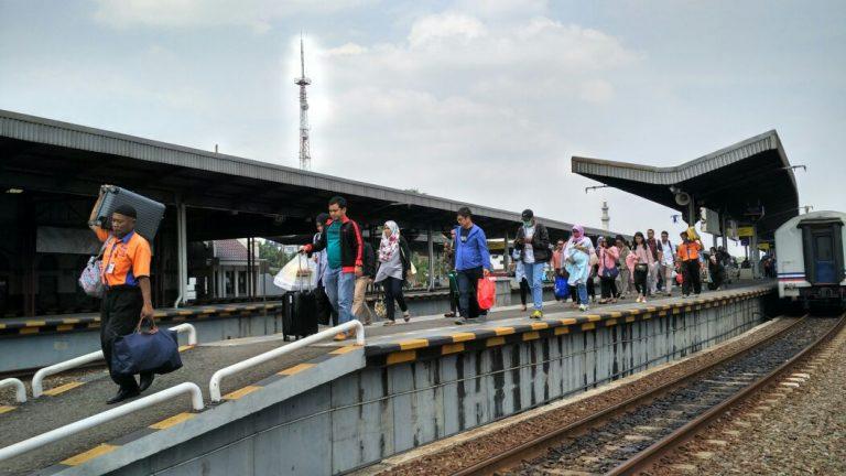 Libur Idul Adha, Penumpang di Stasiun Cirebon Alami Lonjakan