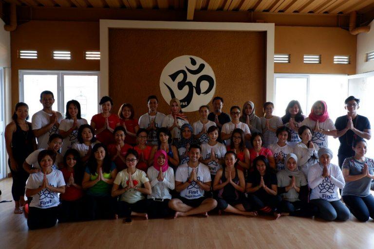 First Yoga Gelar Kelas Yoga bersama Anjasmara