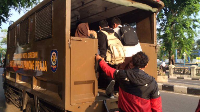 Kendaraan Instansi di Kota Cirebon Dikerahkan untuk Mengangkut Pelajar