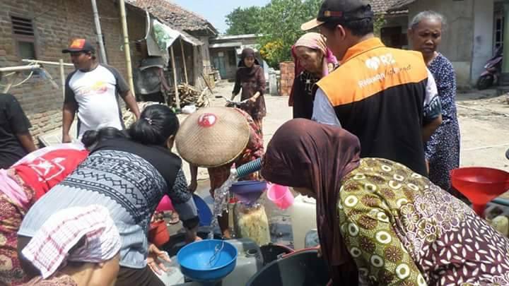Rumah Zakat Cirebon Bantu Warga Slangit Penuhi Kebutuhan Air Bersih