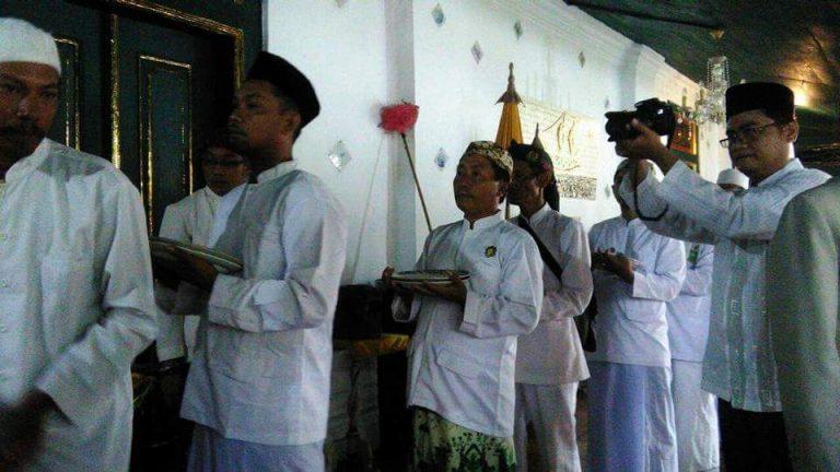Siraman Panjang, Tradisi Mencuci Piring Wali Songo