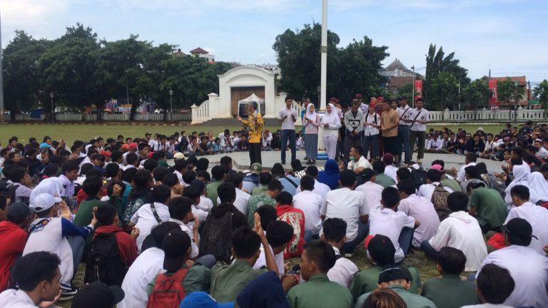 Ini yang Dilakukan Ratusan Pelajar SMK se- Ciayumajakuning di Alun-alun Kejaksan