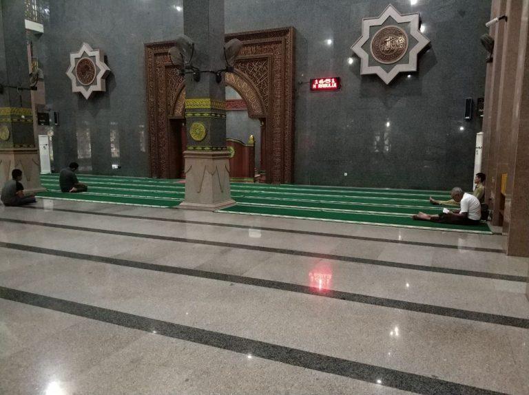 Masjid ini Menggunakan Batu Granit Langka dari Italia