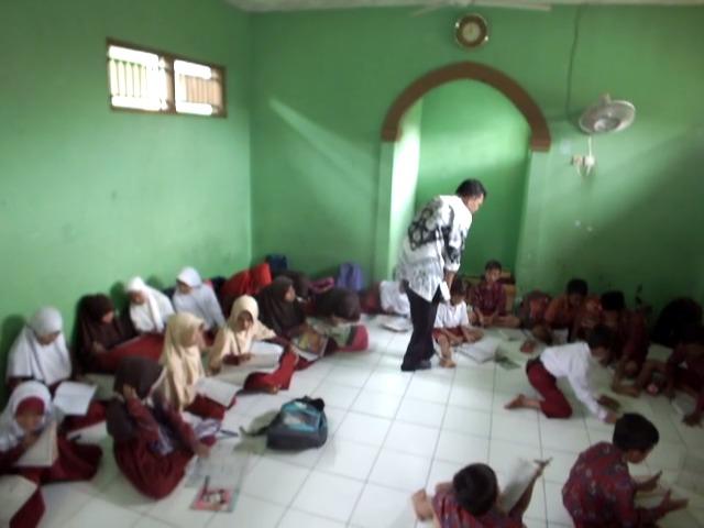 Belajar di Gudang dan Mushola, Ini Sekolah Ada Kota Cirebon Loh